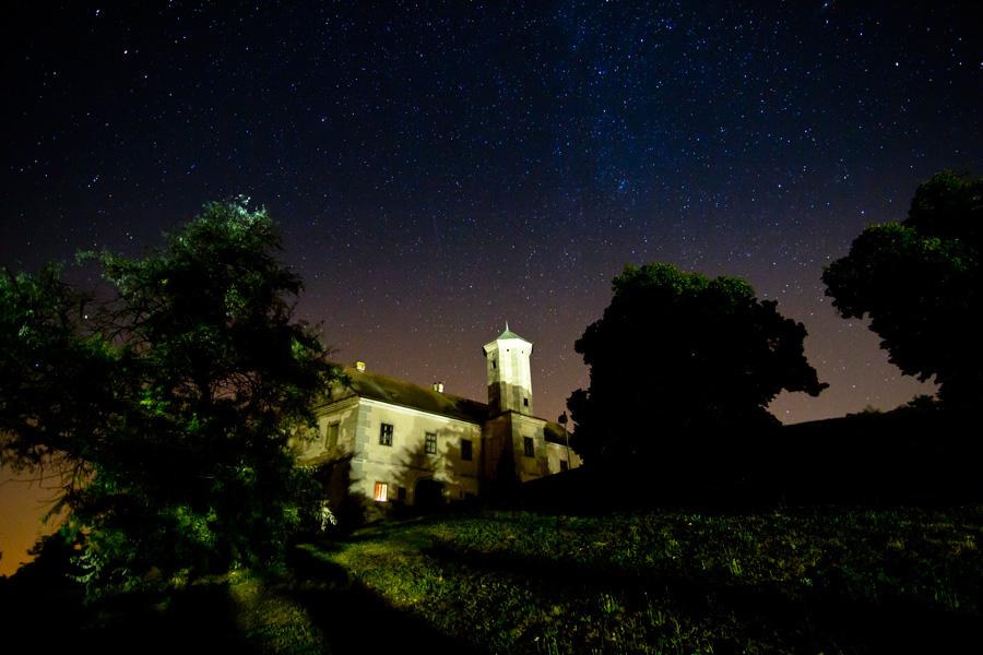 Schloss Jedenspeigen in einer lauen Sommernacht. (c) Petra Blauensteiner